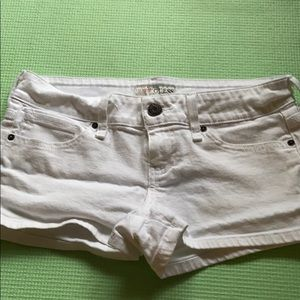Good condition guess shorts!
